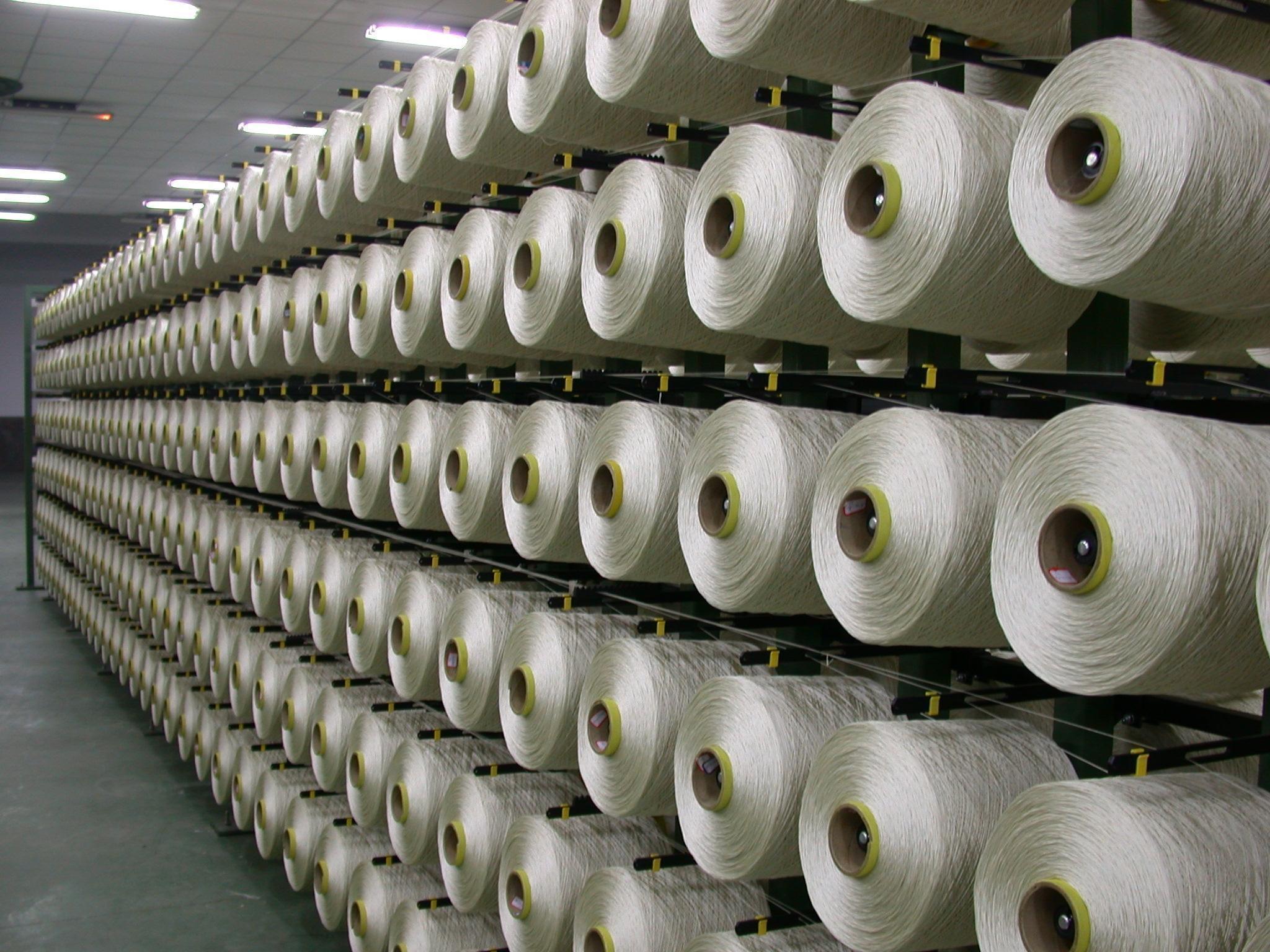 据国家统计局月报,今年1~6月,我国纺织业固定资产投资(不含农户,计划总投资500万元以上的固定资产项目投资)4544.80亿元,同比增长16.1%,增速比1~5月提高1.5个百分点。新开工项目数7285个,同比增长0.08%,本年度以来首月实现正增长,经编面料纺织行业投资保持增长、投资信心逐渐恢复的趋势已经显现。 我国投资增速有所放缓,纺织行业投资保持增长。1~6月,全社会固定资产投资(不含农户)同比增长17.